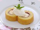 ケーキの生地はホットケーキミックスを利用し、卵焼き器で焼きます。卵を泡立てて加えるのが、ふっくら仕上げるポイントです。あんと合わせた生クリームを塗って、まるごとのバナナを巻けばでき上がり。砂糖控えめなのに、バナナ+あん+生クリームの食感の良さが甘みを強く感じさせてくれ、満足度100%の仕上がりです。詳細はコチラへ