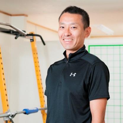 パーソナルトレーナー:福岡 大樹(フクオカ ダイキ)Personal Training GYM Travent【保有資格】・鍼灸師・NSCA-CSCS (財)日本体育協会アスレティックトレーナー認定ストレングス&コンディショニング(※パーソナルトレーナーの福岡先生に、当局の管理栄養士がストレッチの指導をしていただきました!)ストレッチのいいところは、道具が要らずに体をほぐせるところです。様々な効果的なストレッチを覚えれば、お家でも簡単に体をほぐせます。当局の管理栄養士がインストラクターになって、皆様の健康のお手伝いをさせていただきます。