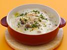 低脂肪乳で鶏肉と茸を煮て、コーンスターチでとろみをつけ、ドリアソースを作ります。高カロリーになりがちなドリアですが、このレシピなら416kcaに抑えられ、作り方も簡単です。詳細はコチラへ