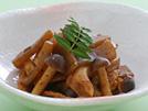 赤味噌とだし汁の旨味に山椒と木の芽の香りをプラス。煮込まずに炒め煮にすると、限られた塩分でも十分おいしくいただけます。わずか56kcalで、不足しがちな食物繊維も補える、お弁当にもおすすめの一品です。詳細はコチラへ