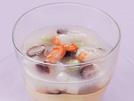 プレーンな茶わん蒸しに、色とりどりの具が入ったあんを乗せます。別々に冷やしておいて、いただく前に盛り付けましょう。一般的なレシピに比べ塩分をかなり控えましたが、具だくさんのあんの旨味とごま油の風味で、物足りなさをカバーしています。詳細はコチラへ