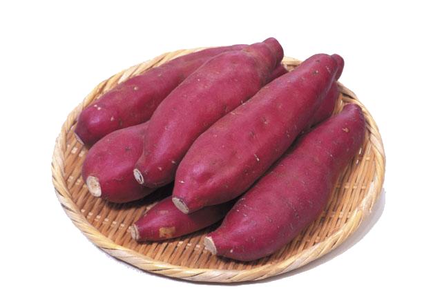 ビタミンCが豊富で、一本(約200g)のサツマイモで、1日の必要量を摂取できます。ビタミンCはコラーゲンの生成を促進し、メラニン色素の沈着を抑制します。ビタミンEは過酸化脂質の生成を妨げ、細胞の老化を防ぐ効果があり、ビタミンCとEの相乗効果で、美肌作用が期待できます。さつまいもを切った時に出る白い乳液はヤラピンという成分で、便通をよくし、大腸ガンの防止にもつながります。 カリウムも豊富で、体内の塩分バランスを調整して高血圧に効果があります。