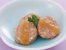 豆腐や山芋を合わせた鶏ひき肉を、電子レンジでふんわり加熱して、やさしい食感のハンバーグに。ゆずの香りを生かした味噌だれをかければ、高齢の方にも召し上がりやすく、あっさりしたおいしさです。詳細はコチラへ