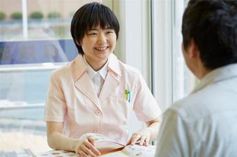 管理栄養士があなたの疑問にお答えいたします! 東海道薬局ではかかりつけ薬局の一環で無料栄養相談を行っております。 健康な体を手に入れる(維持する)には運動・食事は欠かせません。そこで食事に関して専門家である管理栄養士による栄養相談を始めることにしたのです。■ 時間が無くて病院にいけない ■ 健康について色々悩みがあるけど聞く人がいない ■ お医者さんに行くほどではないが気になることがある ■ 食生活・ダイエット・各種疾患に伴う食事制限のことに質問がある など本格的な食事療法・栄養指導をするために、東海道薬局の管理栄養士に相談しませんか?